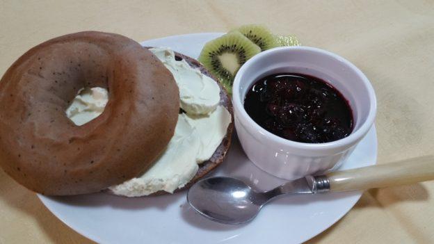 朝ごはん食ベーグル♪