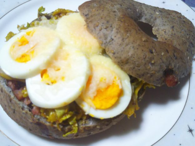朝ごはん食べーグル♪